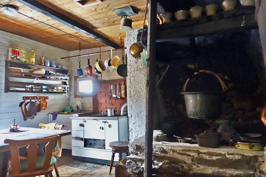 Urige Küche   Rauchkuchl Hutte Gurktaler Alpen Fur 2 8 Personen Mieten