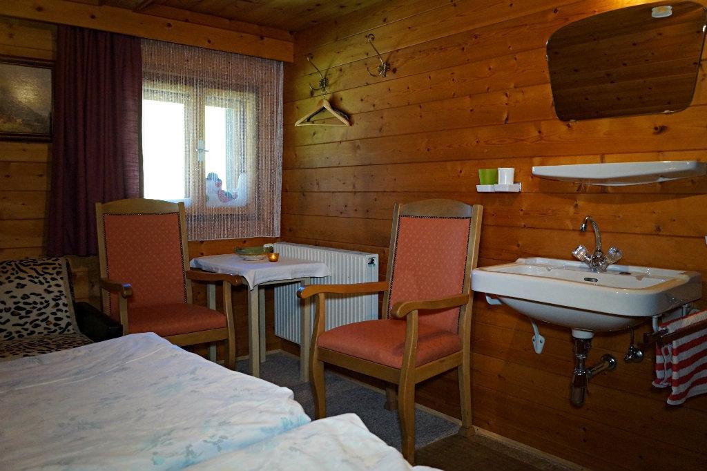 Drei Zimmer Küche Und Proviant : Küche köln bonner str ikea küche wandschrank aufhängen schiene