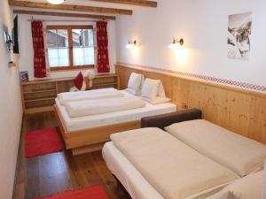 chalet hochalm mit sauna luxus chalet f r 7 12. Black Bedroom Furniture Sets. Home Design Ideas